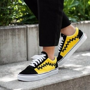 Vans Shoes - NWT Vans X Peanuts Old Skool Charlie Brown RARE ca8fc856d